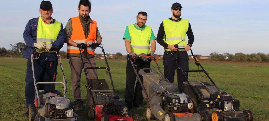 Pripreme za Modelarski aeromiting – Košnja trave